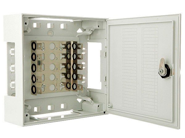 Фото: Шкаф распределительный настенный пластмассовый на 50 пар со спецзамком с хомутом