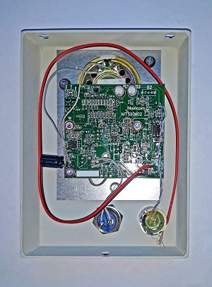 Сборка переговорного устройства MXF-vS. Плата вставлена в корпус.